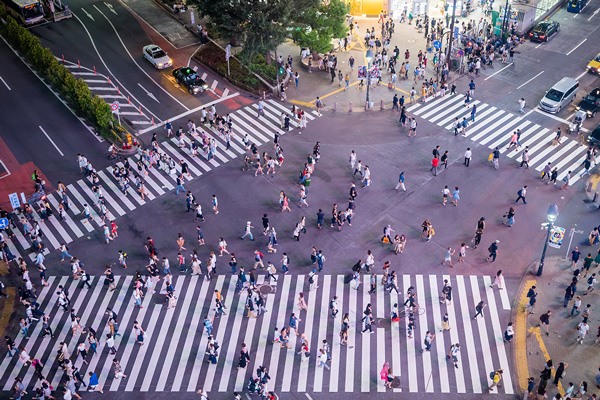 busy intersection tokyo
